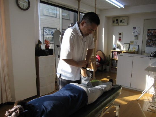 関節ニュートラル整体、膝の施術、仰臥位