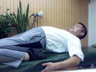 大腿ストレッチ 腰が反る