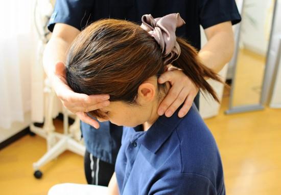 首の整体、痛み、痺れ